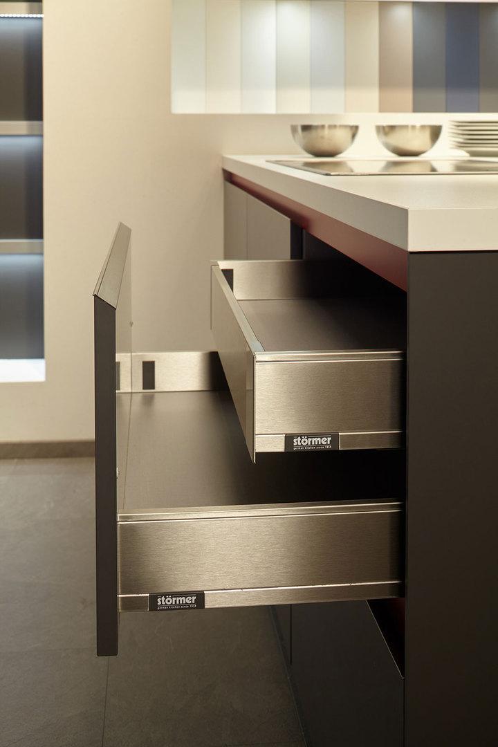 st rmer k chen m bel spanrad. Black Bedroom Furniture Sets. Home Design Ideas