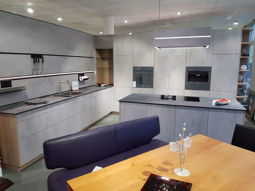 neu bei uns im showroom sch ller modell elba beton quarzgrau m bel spanrad. Black Bedroom Furniture Sets. Home Design Ideas